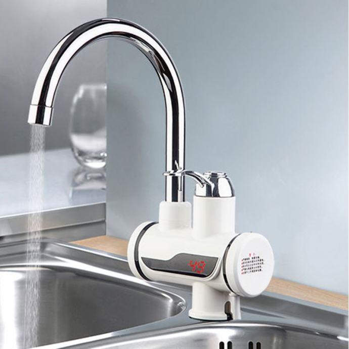Slavina s ugrađenim grijačem vode -  vertikalni model iz sudopera