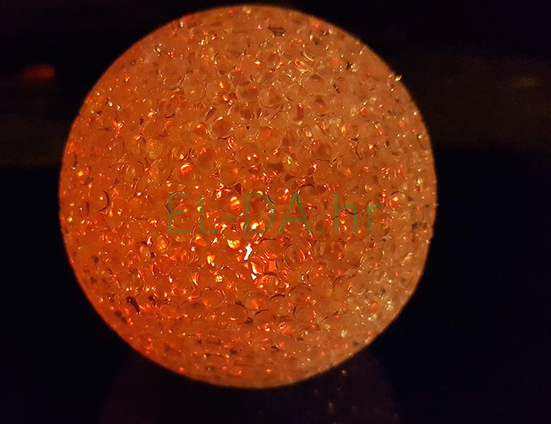 LED božićna kugla 8cm za stol na baterije