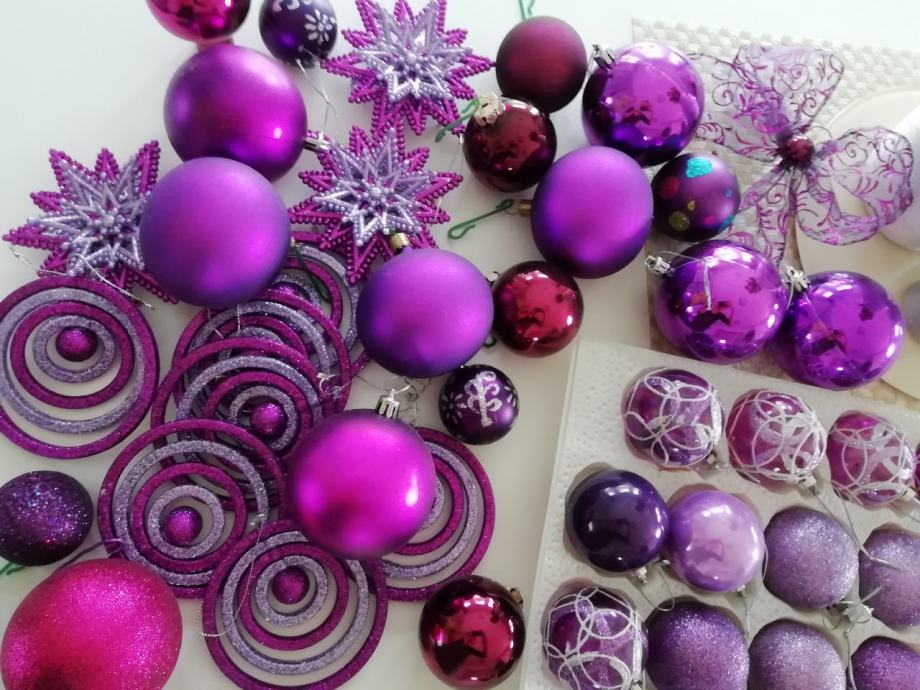 Ljubičaste božićne kugle - i vaš će bor biti poseban!