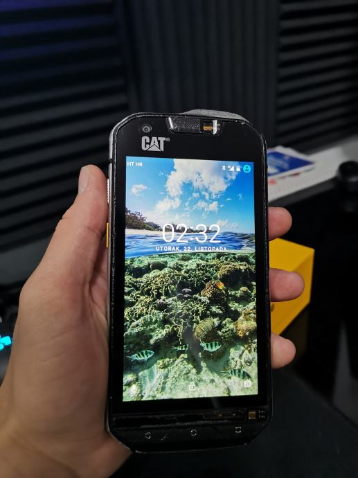 CAT S60, 32GB, sve mreže, stanje 5/10