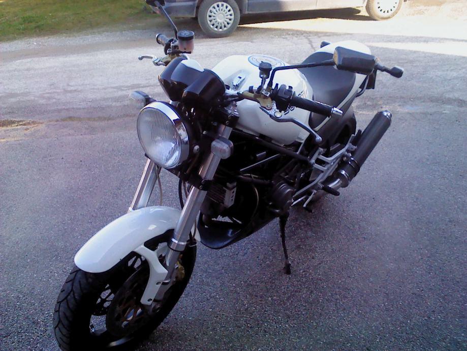 Ducati MONSTER 900 S i.e. M900 MONSTER900 904 cm3, 2000 god.