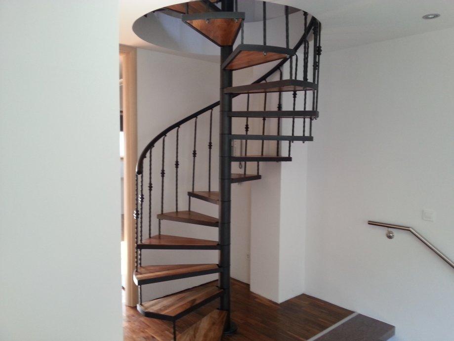 Spiralne stepenice sa kovanom ogradom 01 231 88 65