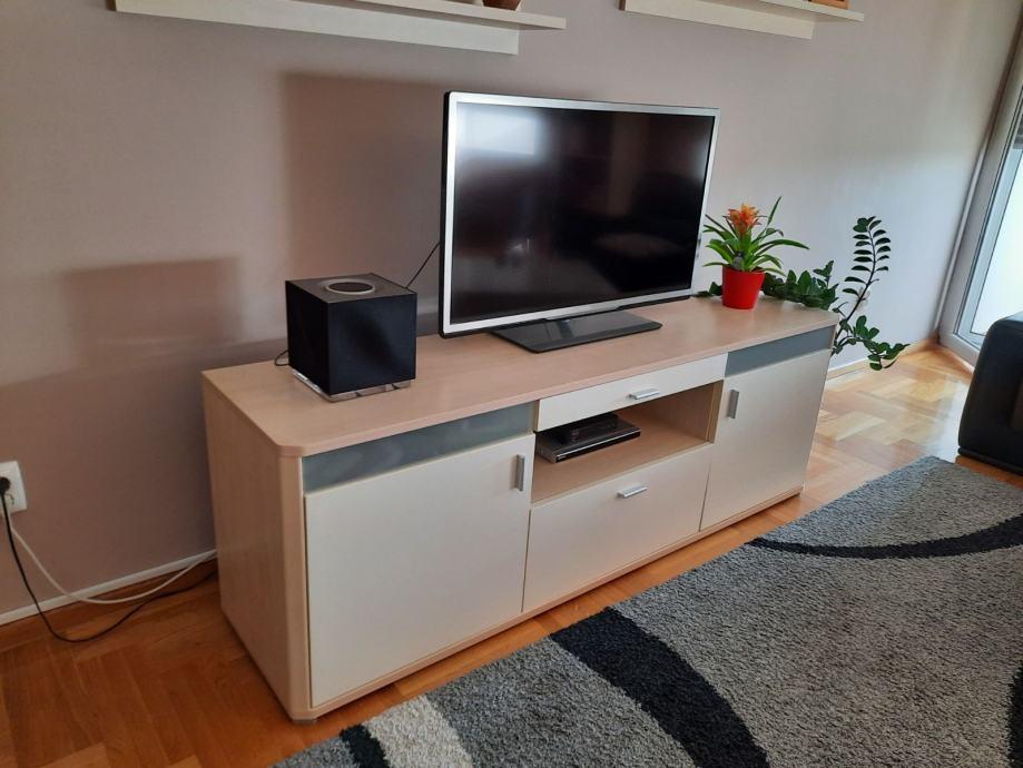 TV komoda i zidne police