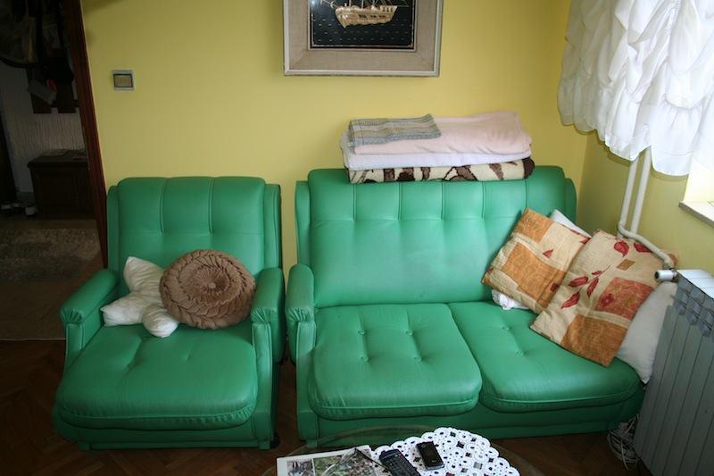 Dvije fotelje i dvosjed