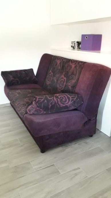 Manji kauč  na razvlačenje sa spremnikom