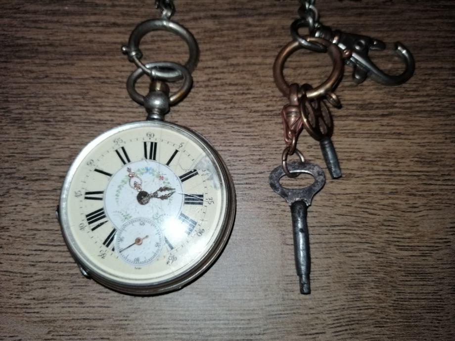 Srebrni džepni sat, ispravan