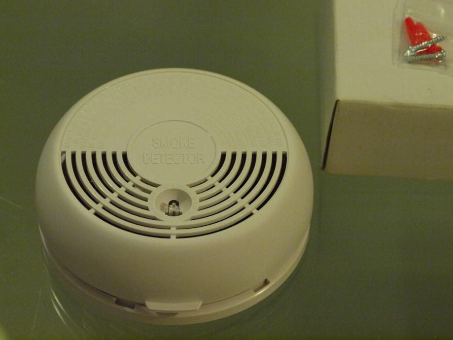 Alarm Detektor požara AEI i Visonic sa ugrađenom sirenom