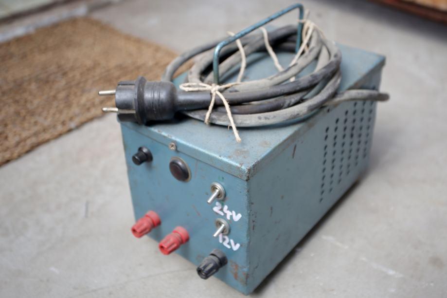 Punjač za akumulator - ili ispravljač na 12V i 24 V
