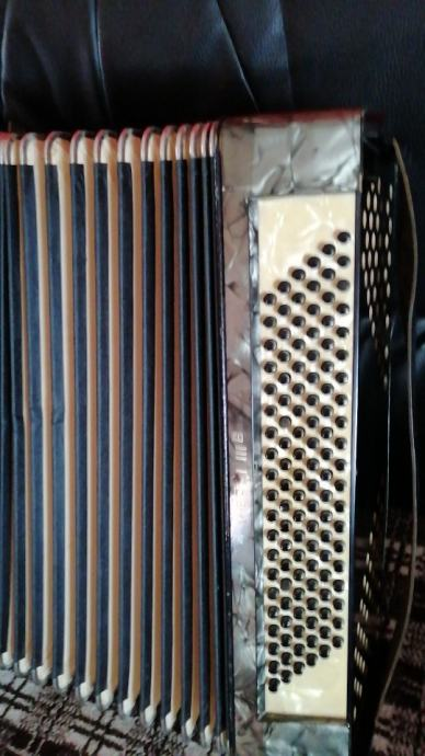 prodaje se harmonika hohner verdi IIIb 120 basova
