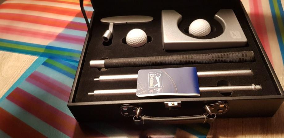 Palica za golf, sklopiva, nova. Sa umjetnom rupom i dvije loptice