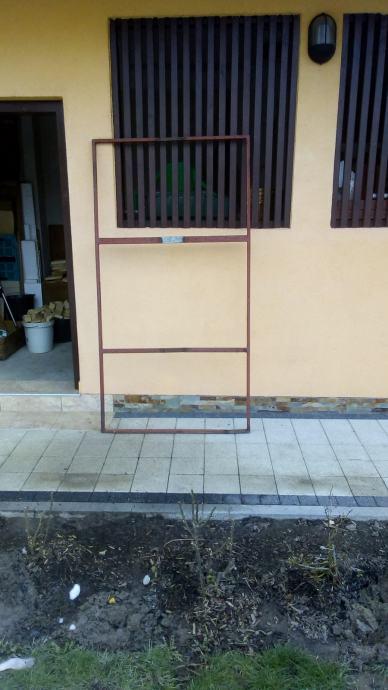 Prodaju se metalni okviri za vrata