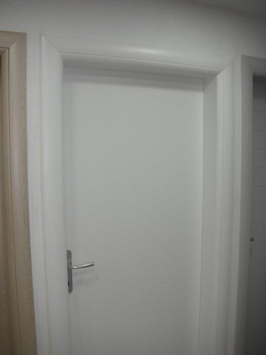 Sobna vrata - bijeli dekor