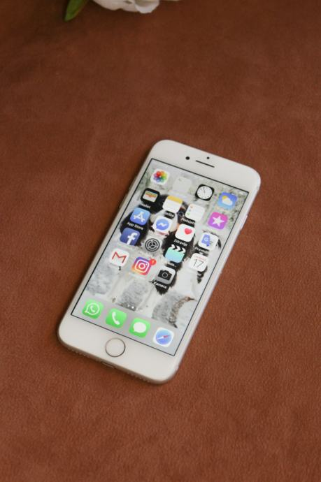 Apple iPhone 7 32gb srebrni
