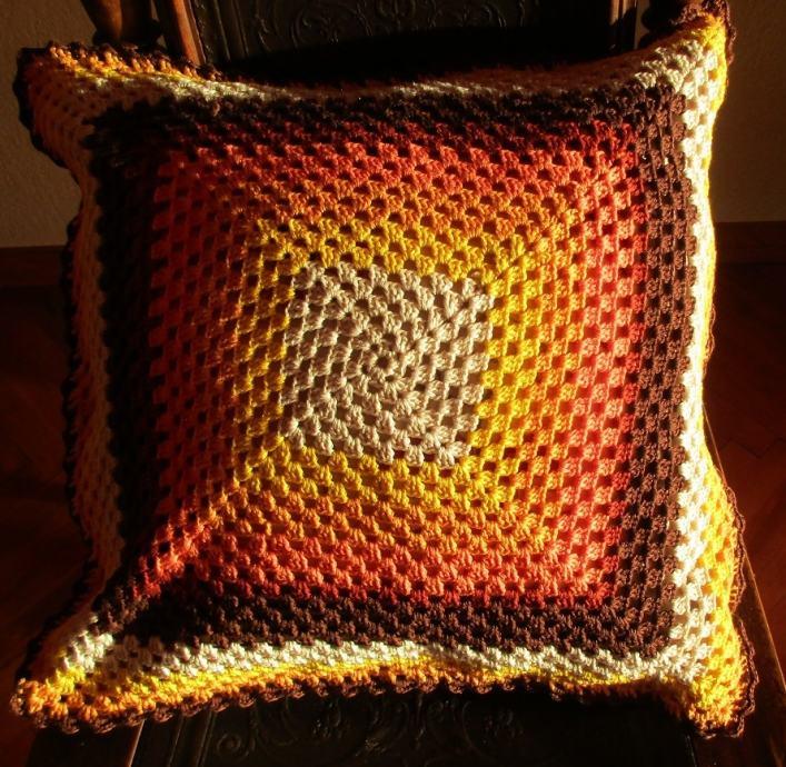 Retro navlaka za jastuk - ručni rad