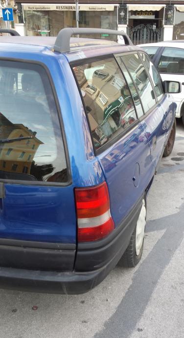 Opela Astra karavan isključivo za djelove
