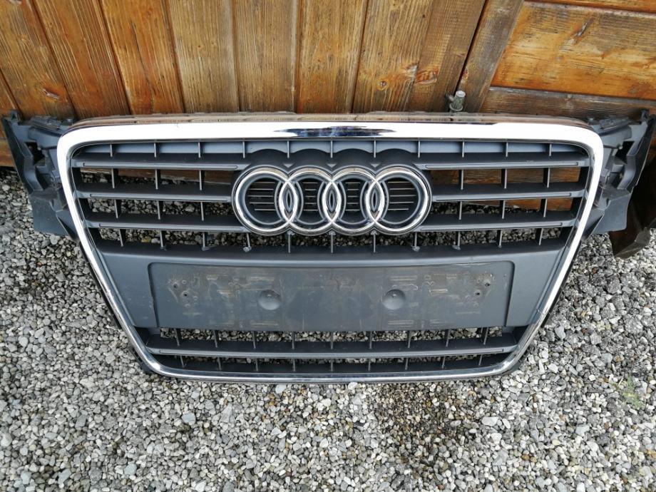 Audi A4 2009 PREDNJA MASKA
