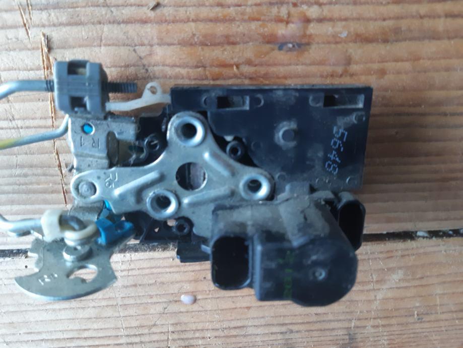 Mehanizam za otvaranje prednjih vrata.. Spark od 2010 g.
