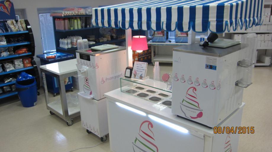 sladoledni štand + stroj točeni frozen jogurt