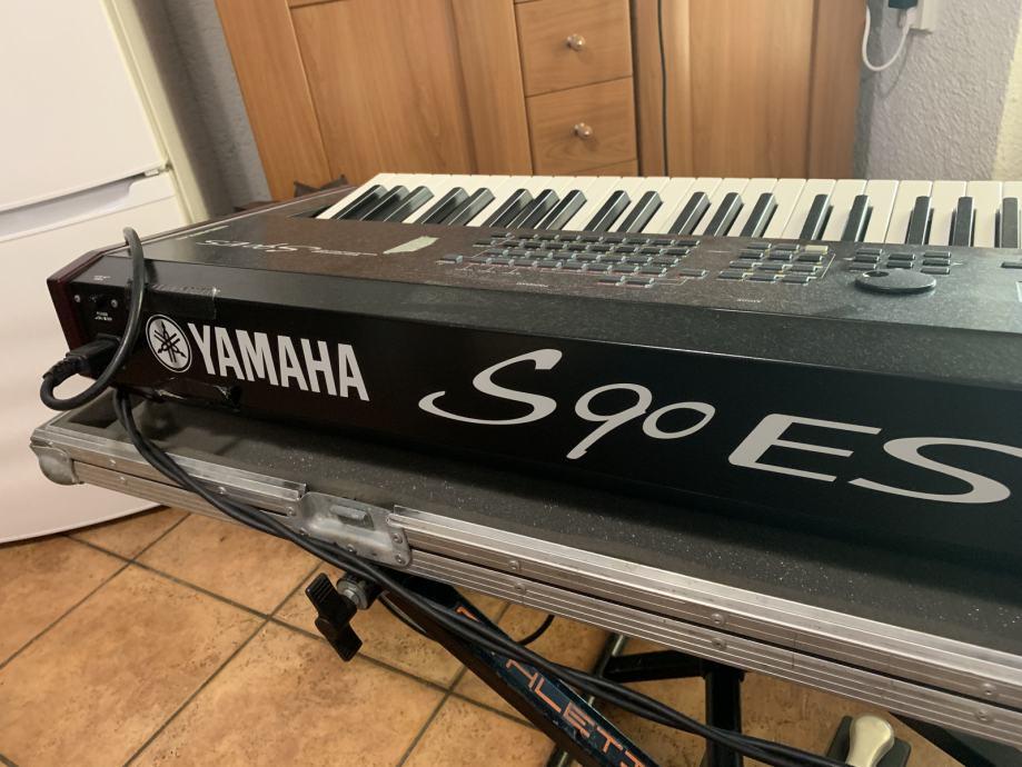 Yamaha S90 Vs S90es