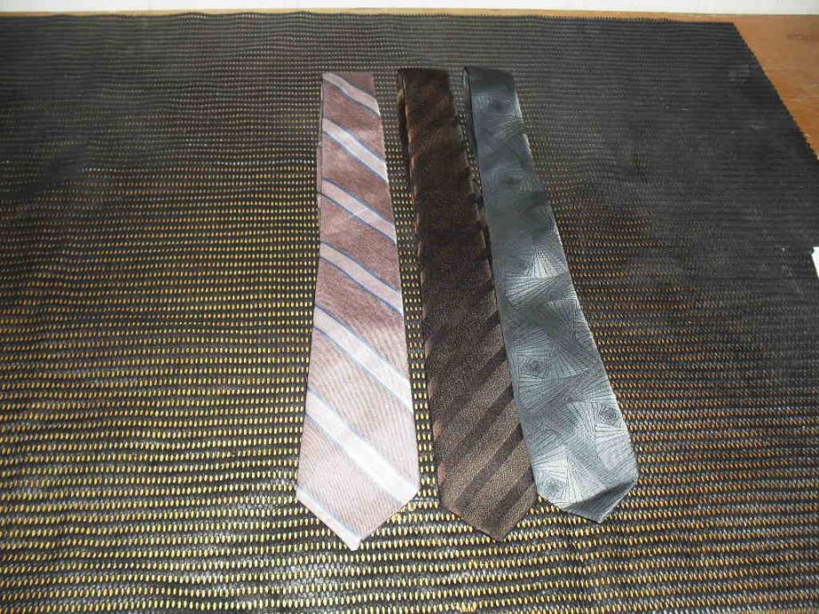 Lot 3 kravate