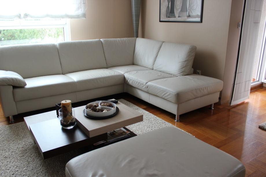 ko na garnitura njema ka ewald schilling. Black Bedroom Furniture Sets. Home Design Ideas