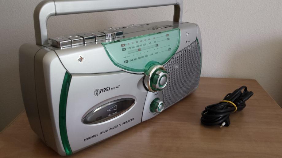 Radio-kazetofon First Austrija + poklon