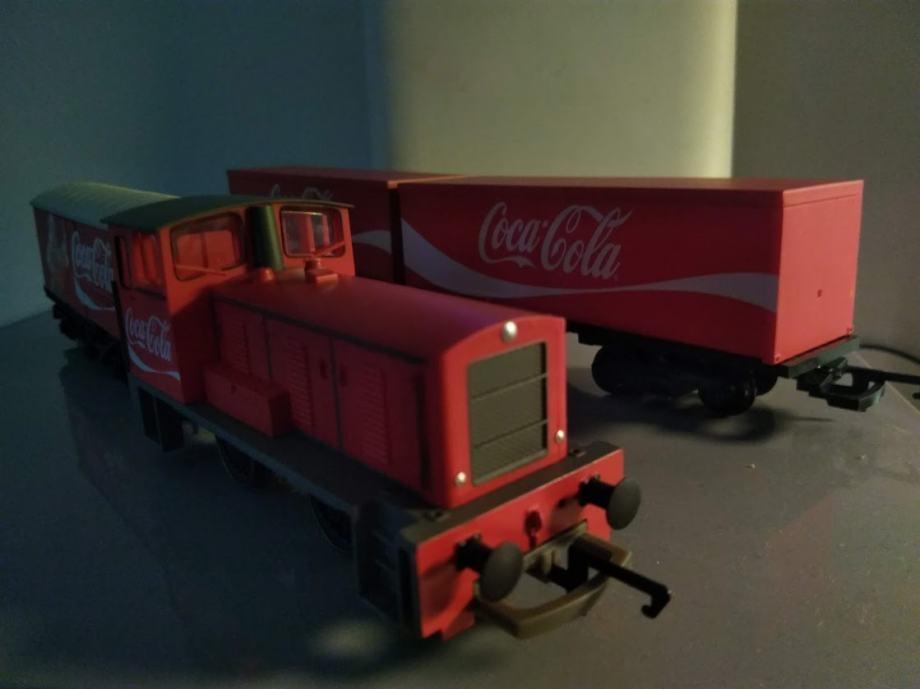 "H0/1:87 HORNBY Coca-Cola ""Bozicni"" vlak R1233"