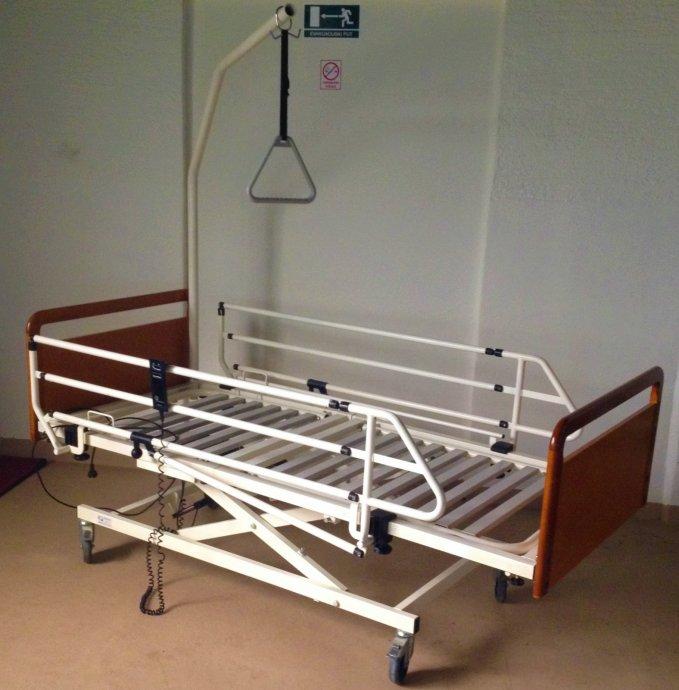 Rabljen medicinski kreveti za opremanje staračkih domova i kućnu njegu