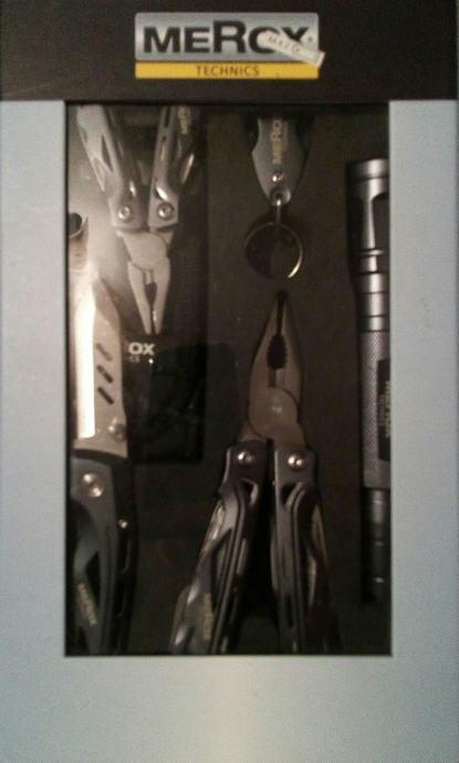 Komplet višenamjenskih kliješta, nož, baterija..