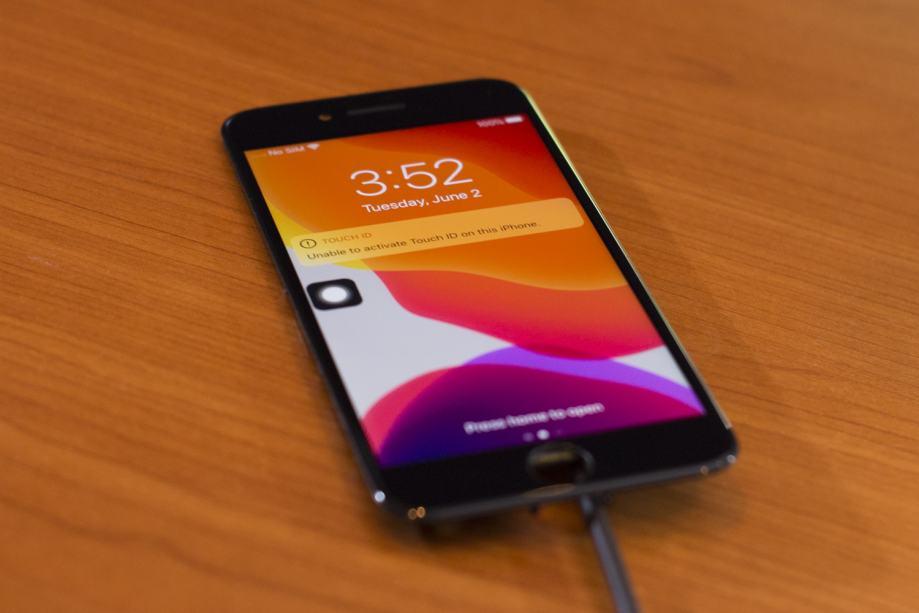 iPhone 8 LCD ekran - ORIGINAL (reparirano)