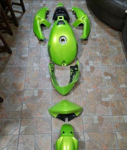 Triumph Speed Triple 955i, 2003. komplet original zeleni oklopi