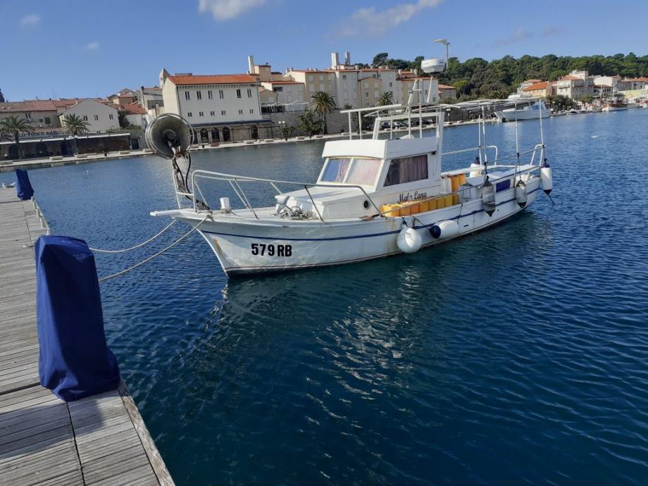 Prodajem brod sa POVLASTICOM pogodan za ribarstvo i taxsiranje
