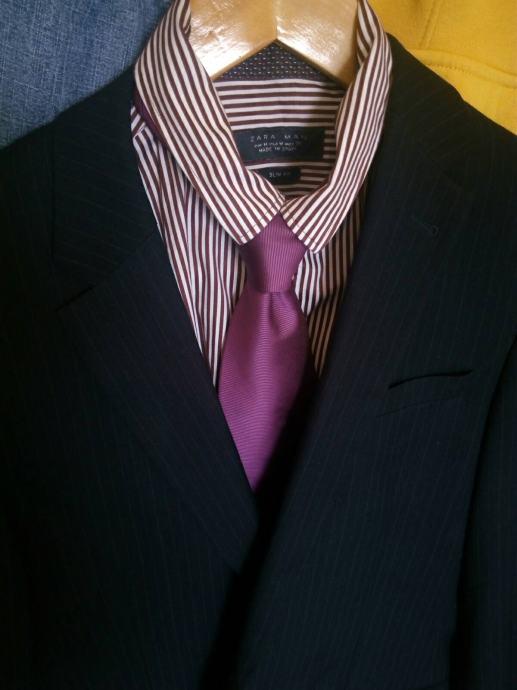 Muški muško odijelo vel. 44 tamno plava