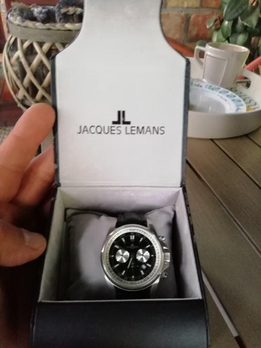Jacques  Lemans sat