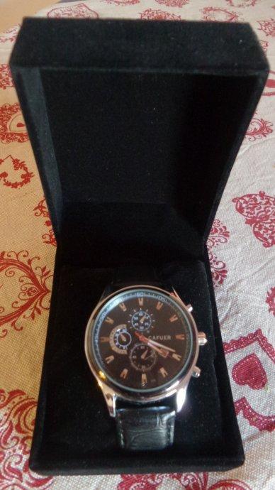 Rucni sat Cafuer original, POTPUNO NOV, sa datumom i poklon kutijom...