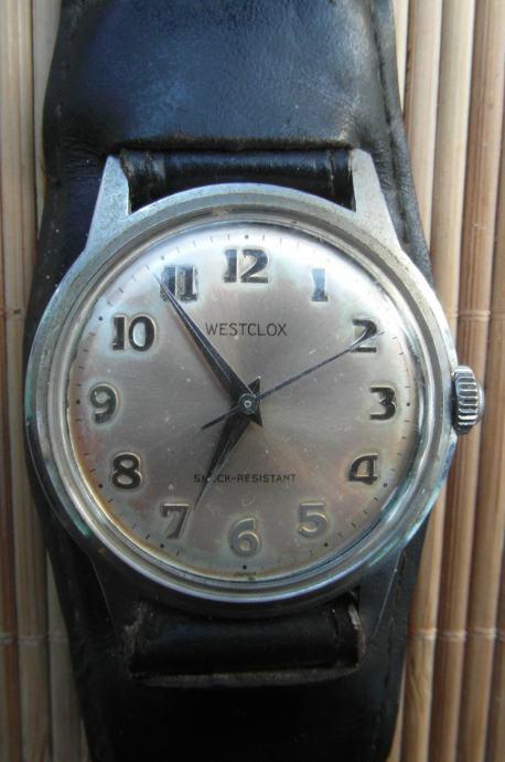 Stari mehanički sat na navijanje marke Westclox