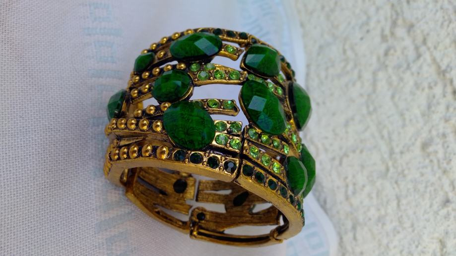 Ženska narukvica od zelenih cirkona
