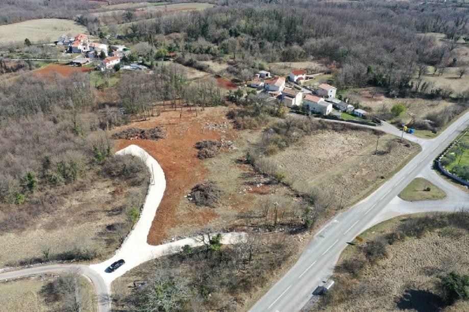 Građevinsko zemljište u Rojnićima 739m2.