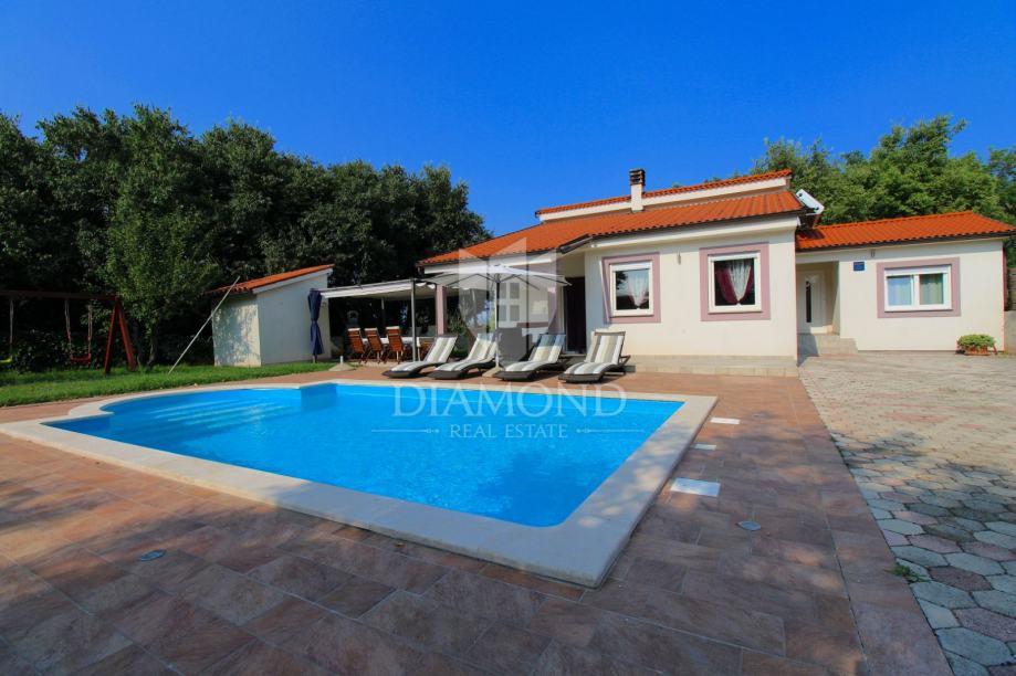 Barban, kuća za odmor s bazenom (prodaja)