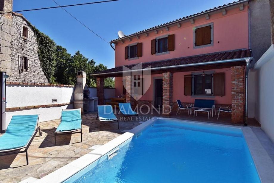 Barban, okolica, renovirana kuća sa bazenom (prodaja)