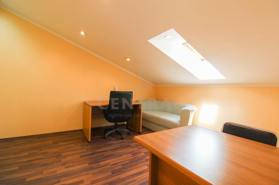 Centar Rijeke, poslovni prostor za najam, 10 m2 (iznajmljivanje)
