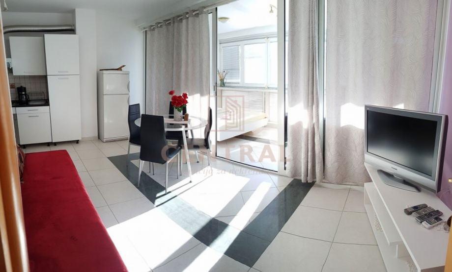 Crikvenica, dvosoban stan s dnevnim boravkom, 50 m2 (prodaja)