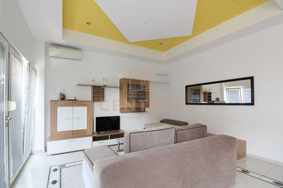 Crikvenica, etaža kuće s 4 apartmana, 137 m2 (prodaja)