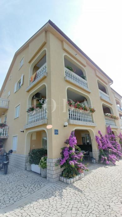 Crikvenica, kuća sa osam apartmana (prodaja)