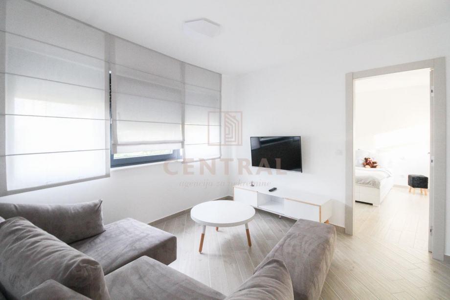 Donja Vežica, jednosobni stan s dnevnim boravkom, 45 m2 (iznajmljivanje)