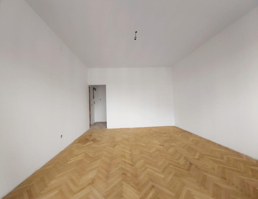 DRAŠKOVIĆEVA: 2-SOBAN STAN 57 M2 - BALKON - LIFT - 130 000 EUR (prodaja)