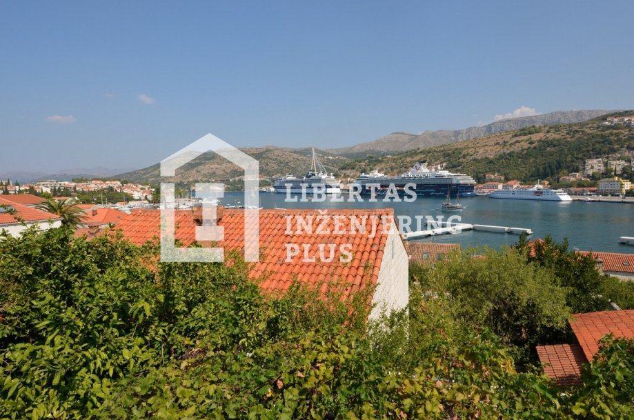 Dubrovnik (Lapad), kuća s većim vrtom, pogled na Gruž / TIHO I MIRNO (prodaja)