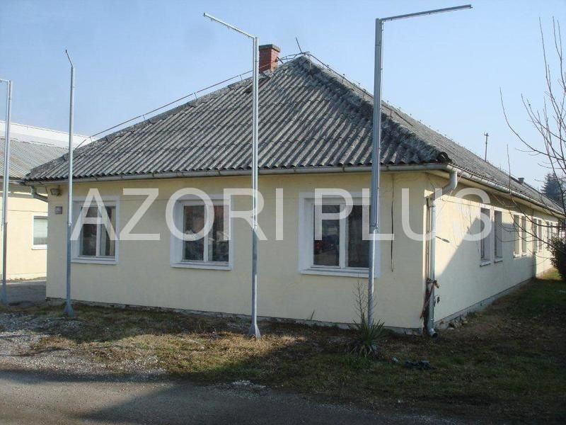 Dva prizemna objekta 700 m2 (uredi-dvorane)+ parking - Slavonska aveni (prodaja)