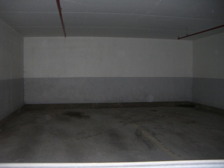 Parkirno mjesto u zajedničkoj garaži: Zadar, 12,50 m2 (iznajmljivanje)