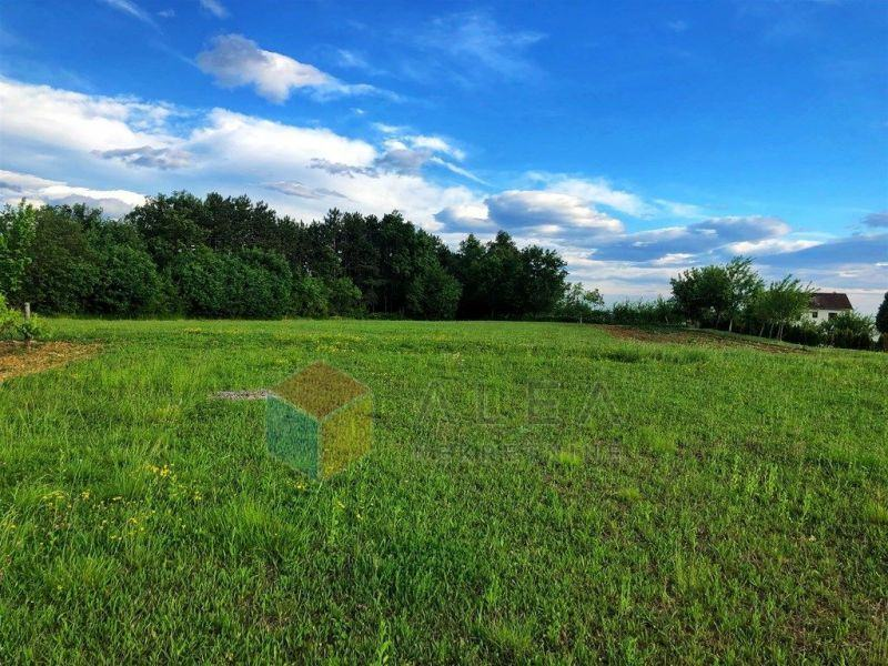 GRAČIŠĆE - građevinsko zemljište okruženo zelenilom